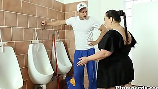 Big bbw fucked on move the bowels surprise look into 69