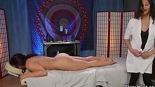 Shemale masseuse fucks scheduled up babe